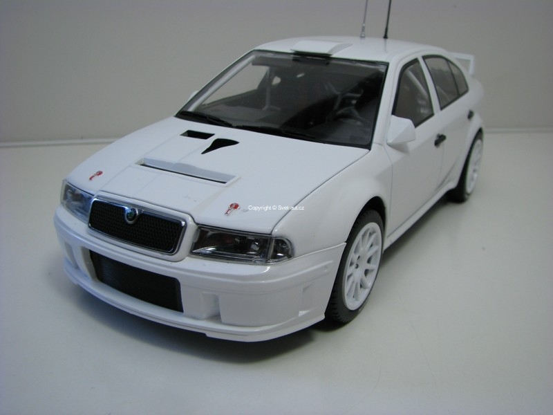 Škoda Octavia WRC Evo2 Plain Body version 1:18 Fox18